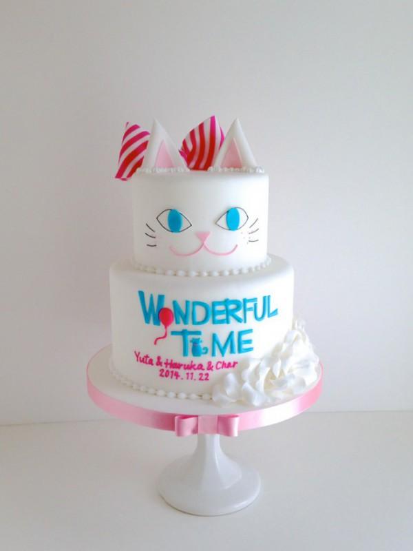 白猫のウェディングケーキ