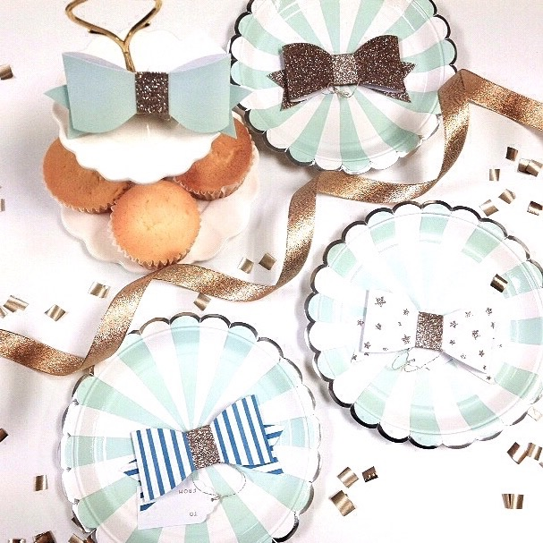 cupcakes on paper dishes